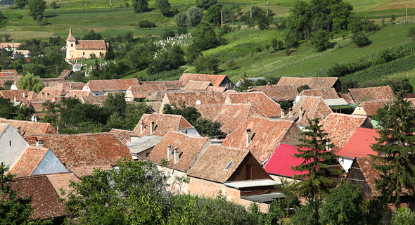 23x-transylvania-a-typical-transylvanian-village-on-our-walking-holiday-in-roman