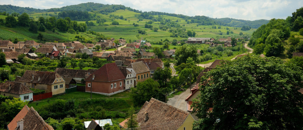 Romania-Transylvania-Biertan-Fortified-Church-Village-from-the-Fortifications-1024x440