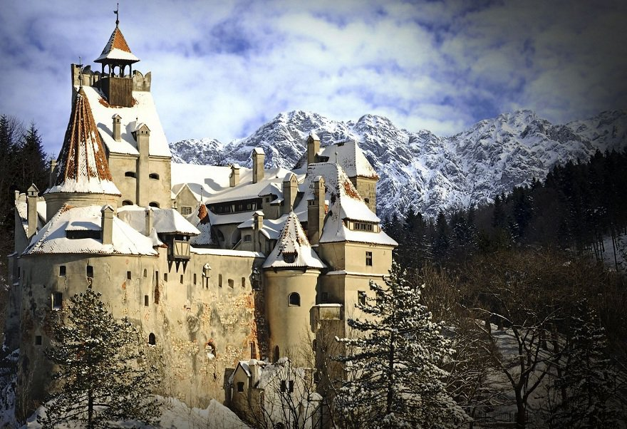Top-7-Castles-in-Romania-You-Must-See-Before-You-Die-2