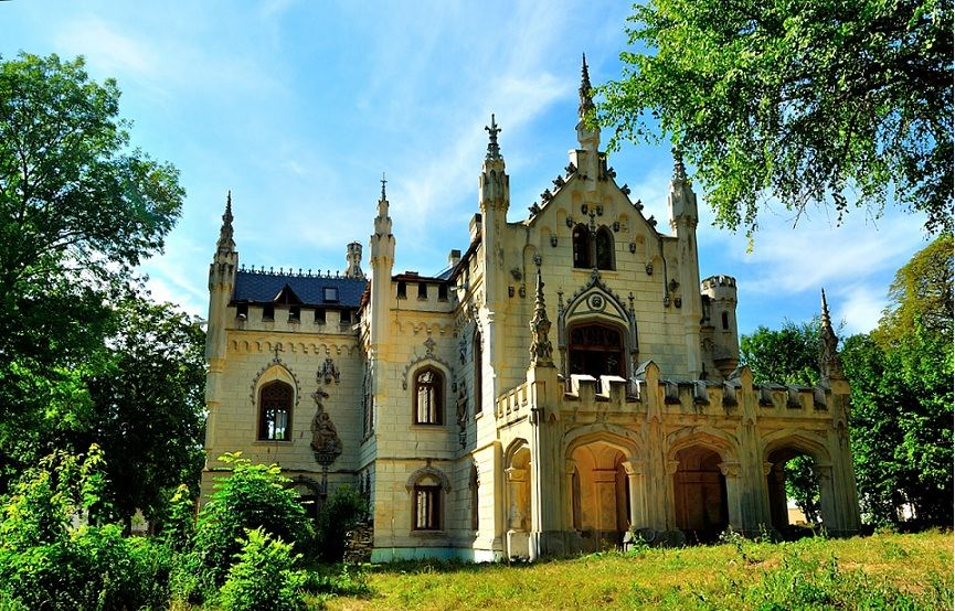 Top-7-Castles-in-Romania-You-Must-See-Before-You-Die-4