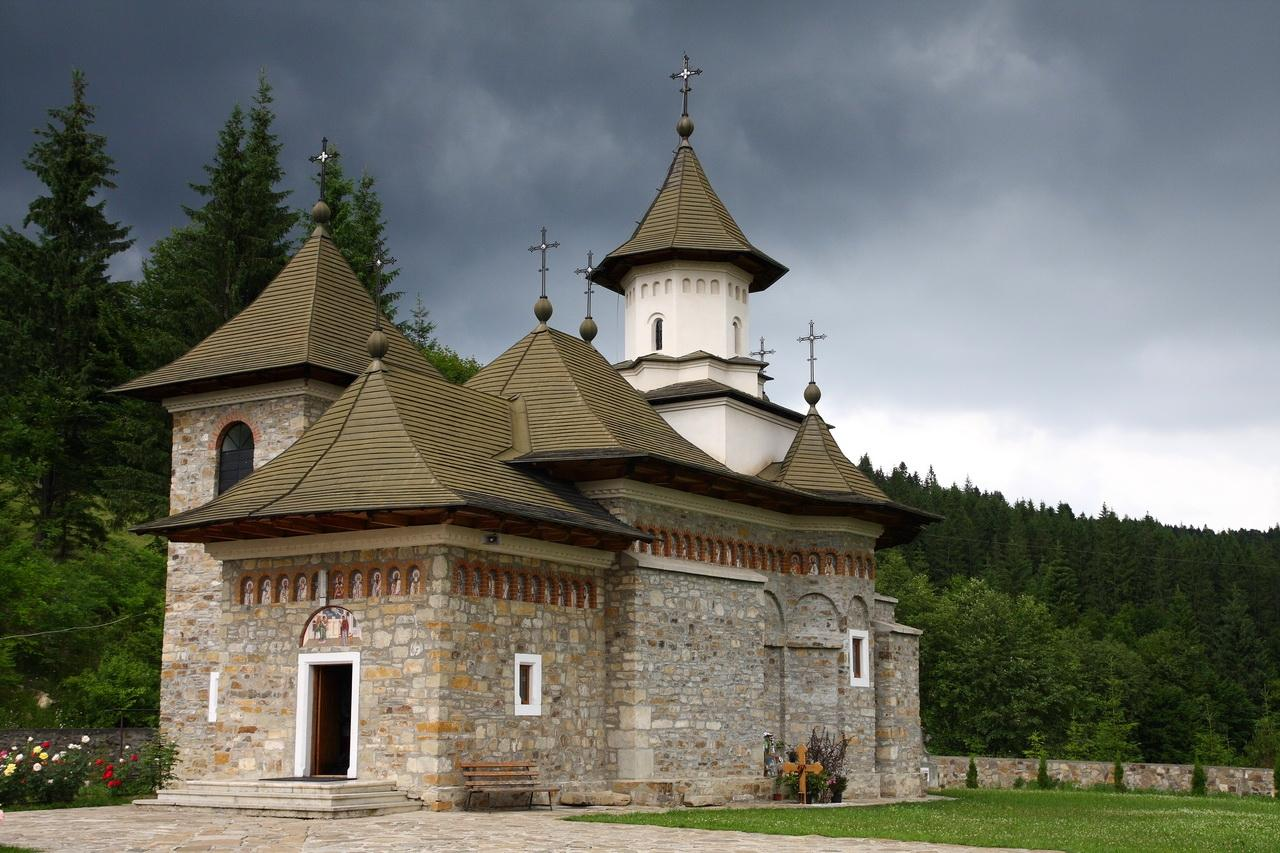 romania-sihastria-putnei-monastery-romanian-orthodox-church